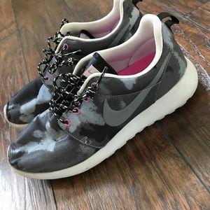 Nike Roshe running sneakers